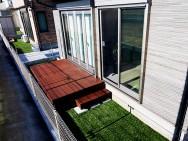 お手入れが簡単な彩木と人工芝の庭(その02)