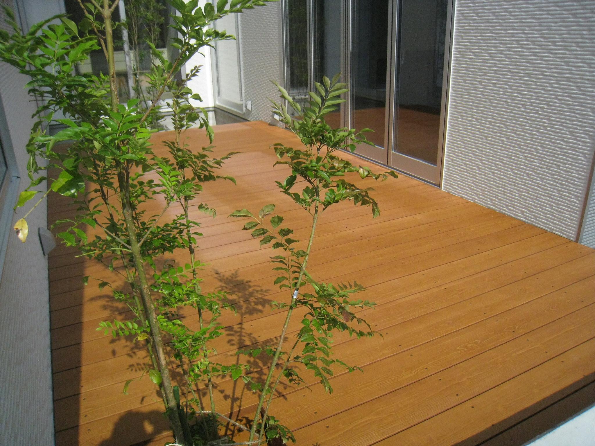 ウッドデッキで心地よい中庭を作る(後編)