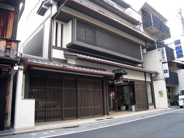 彩木ハーフティンバーと日本家屋