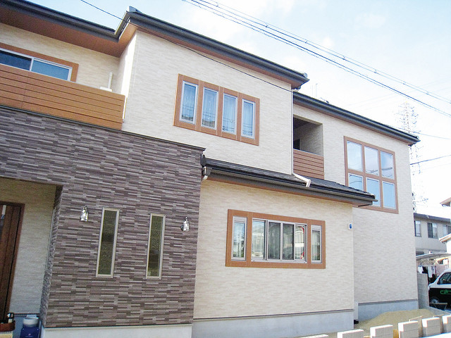 外観を豊かにする彩木窓フレームセット
