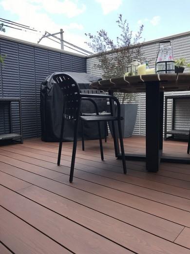 彩木を用いた屋上の庭園01