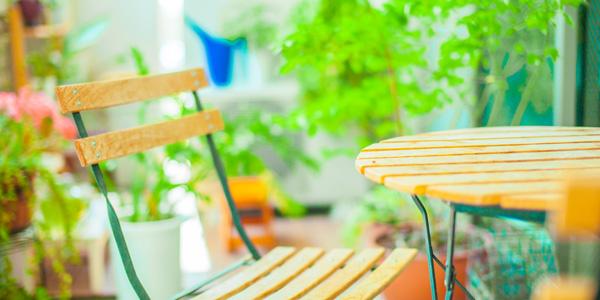 テーブル・椅子を設置する