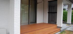 雨よけのある彩木ウッドデッキ(02)