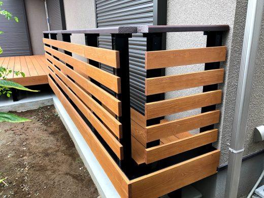 フェンスに手すりが付いた彩木デッキレール