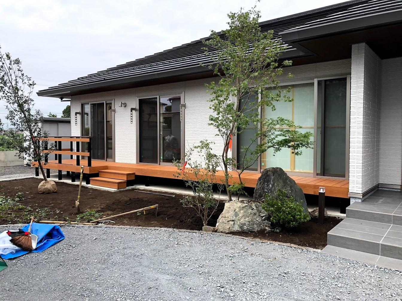 フェンスのある彩木ガーデンデッキ実例04