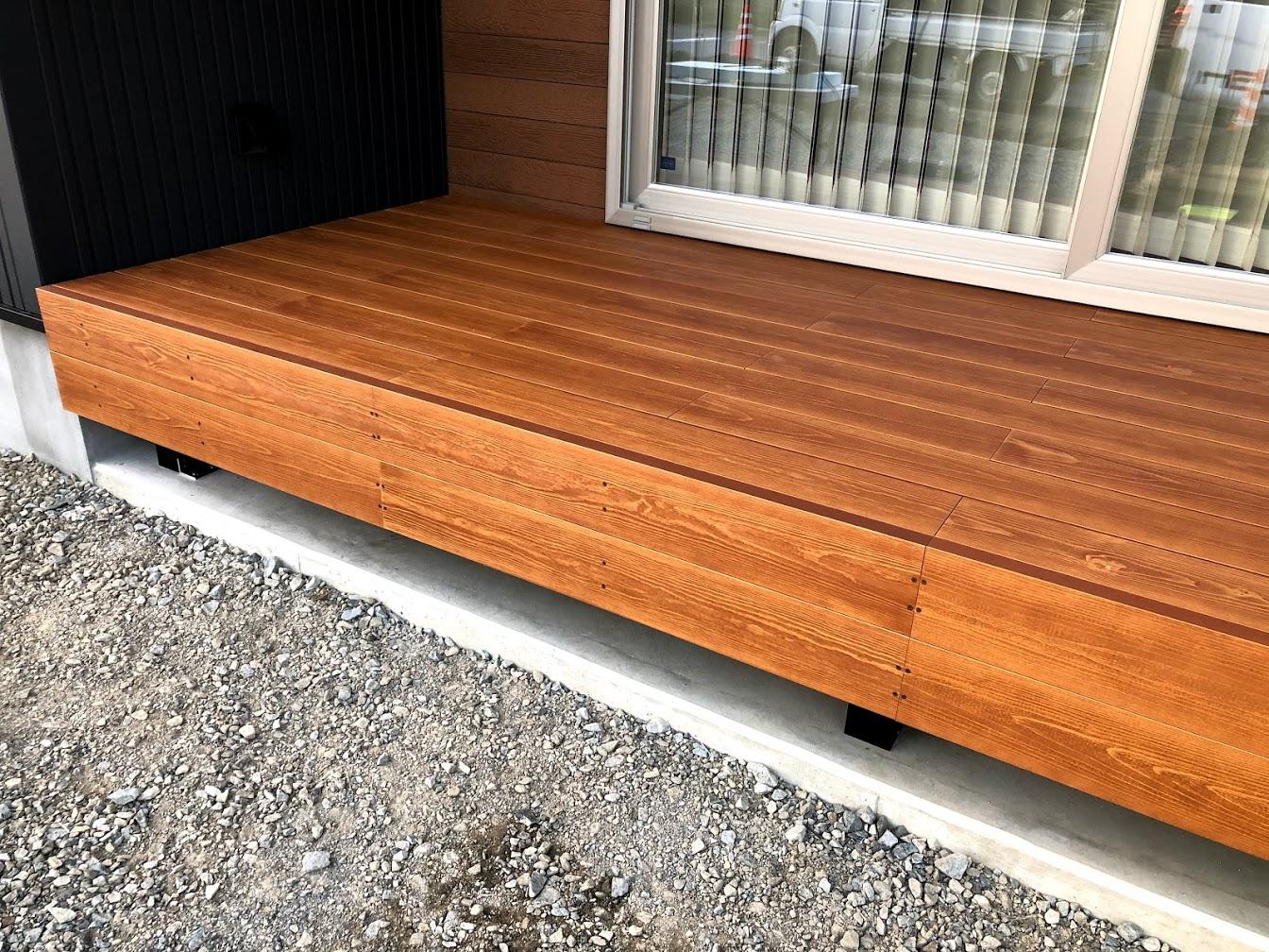 幕板2枚に秘められた<br>彩木ウッドデッキのデザインの可能性