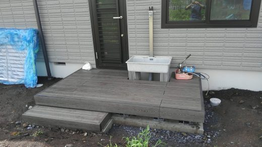 洗い場を取り込んだ<br>彩木ウッドデッキのデザイン事例
