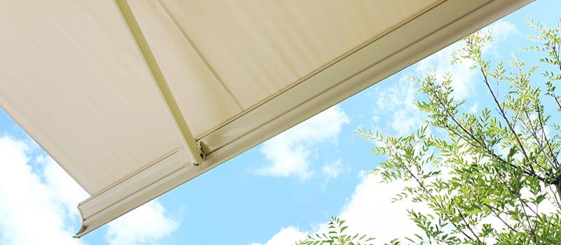 【ウッドデッキ】屋根を後付けするメリットと屋根の種類を紹介!